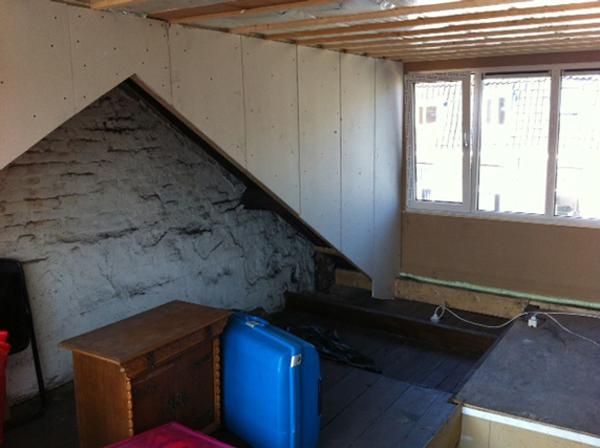 Slaapkamer Op Zolder Fotos : Op dit moment van de verbouwing riepen de ...